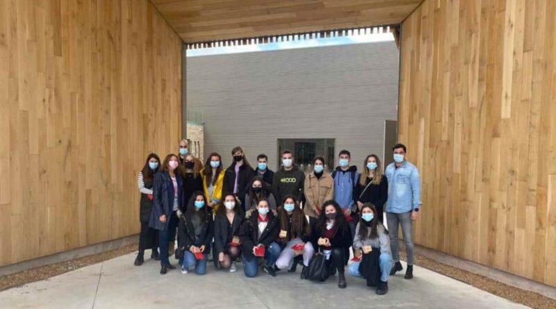 Visita de estudiantes universitarios a Tonelería Murúa